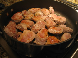 The first step is to sautée the pork tenderloin slices at medium-high heat for 2 minutes on each side.